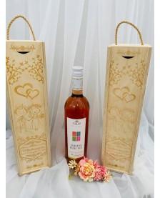Drevená gravírovaná krabica na víno – srdiečka
