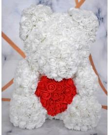 Macko z ruží so srdcom biely