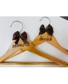 Svadobné vešiaky hnedé